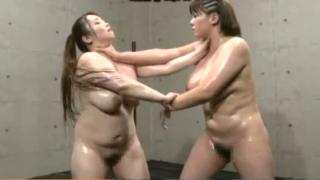 恵体同士のオイルレスリング!Jカップ級女優、杏美月VS有奈めぐみの仁義なきヌルヌルキャットファイト!