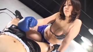 Gカップ長身恵体ボクサー、平山薫、壮絶な殴り合いの後、おちんぽをサブミッション!乳と膣で締め上げる!