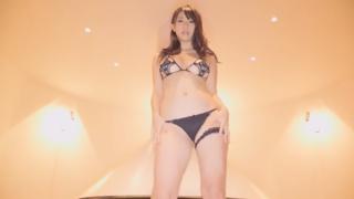 セクシー恵体グラドル、鈴木ふみ奈、ドスケベ黒下着でのダンスをローアングルで撮影!