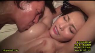 恵体女優、松岡ちな、和室でおじさんと汗だくSEXに興じる!