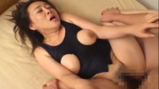 恵体エロ母、希崎圭蓮、息子の自慰を見て興奮し禁断の近親相姦へ!