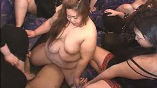 デブ女優、 愛川沙羅 草薙鏡子 安西さつき 紀里谷真穂 がバス内でM男を輪姦!